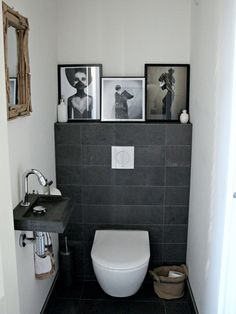 Une maison au look scandinave rock en Angleterre - PLANETE DECO a homes world Small Toilet Room, Small Bathroom, Room Interior, Interior Design Living Room, Wc Design, Modern Toilet Design, Toilet Decoration, Downstairs Toilet, Inspired Homes