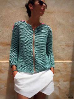 El verano es para disfrutar y por eso te traigo  un regalo con el que lo vas a hacer de lo lindo.   Desde hace semanas he estado dando p... Crochet Coat, Crochet Jacket, Knitted Poncho, Crochet Cardigan, Diy Crochet, Crochet Clothes, Crochet Stitches, Crochet Patterns, Beautiful Crochet