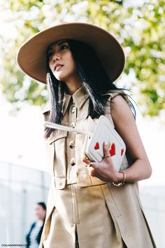 PARIS FASHION WEEK STREET STYLE | PFW SS 2016 | Photo: collagevintage.com