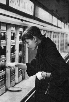 Audrey Hepburn at an automat, NYC.