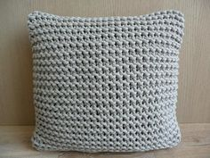 Relasé: Come fare un semplice cuscino all'uncinetto - passo dopo passo Diy And Crafts, Arts And Crafts, Knit Pillow, Hobby Room, Crochet Top, Throw Pillows, Knitting, Crochet Ideas, Crocheting