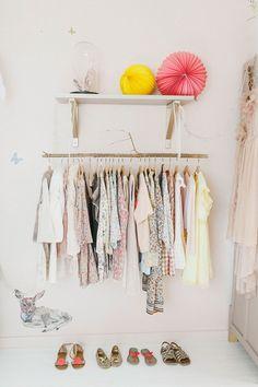 Op zoek naar inspiratie voor het inrichten van een echte meisjeskamer met wit en roze? Kom binnenkijken in de mooie kamer van Capucine!