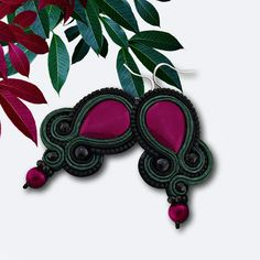 Hey, I found this really awesome Etsy listing at http://www.etsy.com/pt/listing/152119340/dark-pink-and-green-black-soutache