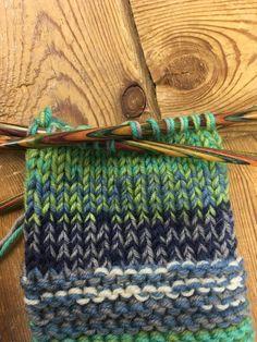 Helpot ja nopeat tossuliinit - Starbox Friendship Bracelets, Knitted Hats, Knitting, Accessories, Adidas, Knit Hats, Tricot, Knit Caps, Breien