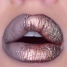 Lábios metálicos! Inspiração de make, penteados e unhas brilhantes