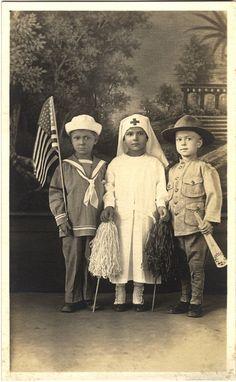 Children dressed up as their heroes - WWII (U. National Library of Medicine, Online Exhibition. Vintage Children Photos, Vintage Images, Vintage Posters, Images Of Nurses, Red Cross Volunteer, Ww1 Posters, Nurse Art, Vintage Nurse, Military Women