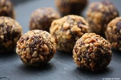 Protein Packed Freezer Bites with Toasted Coconut and Chia Seeds Paleo Recipes, Sweet Recipes, Snack Recipes, Desserts With Biscuits, Protein Pack, Toasted Coconut, Chocolate Chip Cookies, Cravings, Cooking