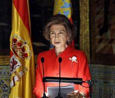 La reina inaugura el mayor centro logístico de medicamentos de Europa #realeza #royals #casareal