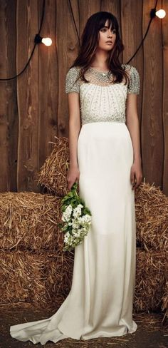 vestido de #novia con piedras #Swarovski    Si vas a casarte, no pases por alto esta opción y mira como tu misma podrías decorar tu vestido con strass