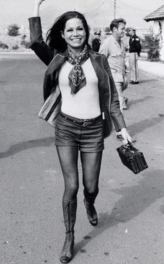 Mary Tyler Moore in the 70s // More Denim Inspiration Through the Decades: (http://www.racked.com/2015/8/14/9119933/vintage-denim-outfits?utm_content=buffer595ad&utm_medium=social&utm_source=pinterest&utm_campaign=racked#4805602)