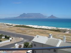 The view from my appartment, Capetowns Table Mountain and lionshead. Beach in front is great for kitesurfing :) Port Elizabeth, Table Mountain, Kitesurfing, Cape Town, South Africa, I Am Awesome, Beautiful Places, Waves, African