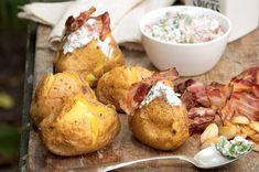 Pečené brambory | Apetitonline.cz Baked Potato, Potatoes, Meat, Chicken, Baking, Ethnic Recipes, Food, Potato, Bakken