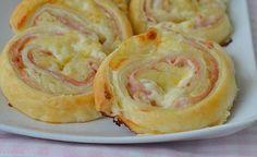 """Talianske závitky zvané """"Girelli"""" sú v slovenských domácnostiach známe ako slimáky z lístkového cesta, plnené syrom a šunkou. Vždy zo stola zmiznú ako prvé. Popri obyčajných jednohubkách a chipsov, sú úplnou delikatesou. Ich jednoduchá príprava je skôr fantastickým relaxom, ako fuška v kuchyni. Na tejto chuťovke nie je vôbec nič zložitého a Vaša snaha bude ocenená prázdnym tanierom. Pochutnáte si"""