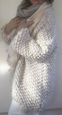 Crochet sweater white stitches 61 Ideas for 2019 Crochet Baby Bibs, Crochet Cardigan, Crochet Shawl, Crochet Lace, Crochet Sweaters, Winter Pullover Outfits, Outfit Winter, Knitting Designs, Knitting Patterns