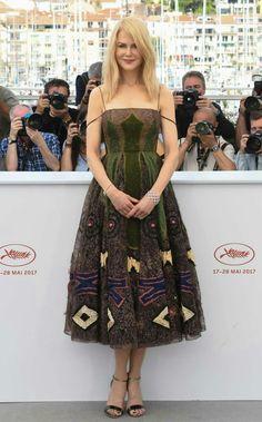 Vejam só que arraso a Nicole Kidman de #dior, na tarde de ontem, em Cannes. Ela não envelhece, né gente? Maravilhosa!🌼🍂✨ #glamourous #nicolekidman #fashionstyle #inspiration #cannes2017