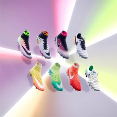 Nike Football apresenta Radiant Reveal Pack para homem e mulher - ShoppingSpirit News Nike Football Boots, Nike Boots, Soccer Boots, Football Girls, Football Cleats, Sport Football, Soccer Gear, Nike Soccer, Soccer Stuff
