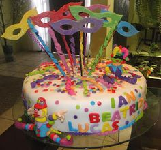 Carnival Decorations, Diy And Crafts, Birthday Cake, Pastel, Chocolate, Conch Fritters, Prom Ideas, Roof Tiles, Sweets