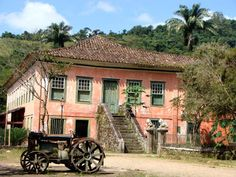 This is the kind of house I need in Brazil. Fazenda Santana do Turvo - Barra Mansa RJ Colonial Mansion, Colonial Architecture, Plantation Homes, Green Landscape, Travel And Leisure, Beautiful Buildings, Countries Of The World, Wonderful Places, Amazing Places