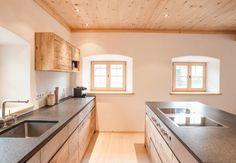 Altholz Küche in modernem Bauernhaus