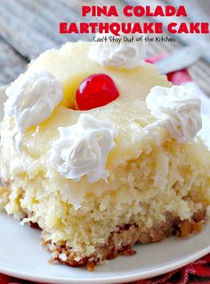 Try to contain your excitement for this delicious and extraordinary dessert, the Pina Colada Earthquake Cake. This earthquake cake recipe is not for beginner bakers, but rather for those who are looking to take on a challenge. Dump Cake Recipes, Baking Recipes, Frosting Recipes, Buttercream Frosting, Köstliche Desserts, Delicious Desserts, Health Desserts, Food Cakes, Cupcake Cakes