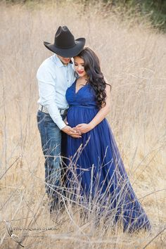 Maternity Photo with Horse by Temecula Wedding and Family Photographer: Crystal + Luis Funny Maternity Pictures, Outdoor Maternity Photos, Maternity Poses, Pregnancy Pictures, Country Maternity Photography, Western Baby Pictures, Western Maternity, Couple Pregnancy Photoshoot, Family Photographer