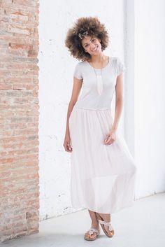 ¡Maxi adictas! Las faldas largas se convierten en la tendencia más recurrente del verano. #trendy #fashion #tendencia #faldas #look #outfit #inspiration #skirt #white #getthelook #summer #moda #shop #shopping #barcelona #shops #florencia #shopflorencia