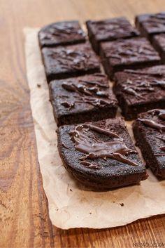 Bezglutenowe brownie z kaszy jaglanej. Gluten free brownie Desserts, Free, Deserts, Dessert, Postres, Food Deserts