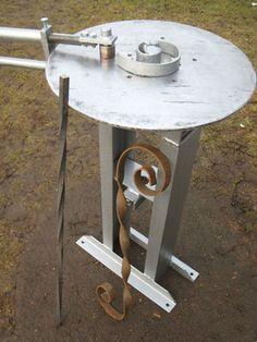 Станок для холодной ковки поможет создавать прекрасные изделия. Metal Bending Tools, Metal Working Tools, Metal Tools, Metal Projects, Welding Projects, Metal Crafts, Steel Railing Design, Welded Furniture, Metal Bender