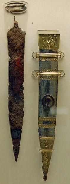 Gladius que fue de Tiberio con su vaina