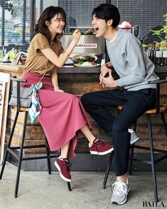 Creative Couples Photography, Couple Photography Poses, Pre Wedding Poses, Pre Wedding Photoshoot, Japan Fashion, Daily Fashion, Couple Posing, Couple Picture Poses, Korean Couple Photoshoot