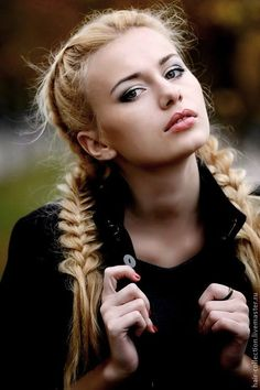 Блондинка с косичками ролик фото 316-163