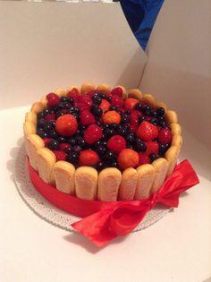 Fruit cake with mascarpone cream