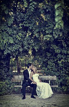 Just a kiss Photo by Phillips Mounier Phosart Kiss Photo, Picts, Big Day, Wedding Ideas, Memories, Weddings, Couple Photos, Studio, Memoirs