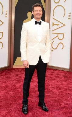 Ryan Seacrest looking sharp in his contrasting tux at the Oscars #TuxedoWatch