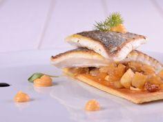 Receta | Dorada en dos pasos con chutney de jengibre - canalcocina.es Chutney, Cheesesteak, Tapas, Sandwiches, Food And Drink, Fish, Ethnic Recipes, Platter, Chefs