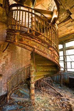 Abandoned Riverside Hospital on North Brother Island. This hospital was for communicable diseases; smallpox, typhus, scarlet fever and even leprosy. It is located just off the Bronx, New York. Abandoned Asylums, Abandoned Places, Old Buildings, Abandoned Buildings, Old Victorian Homes, Victorian Houses, Stairway To Heaven, Beautiful Buildings, Beautiful Architecture