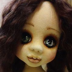 Или все же брюнетка?))) Ну вот как было решить, если ей все шло)))#купитькуклу #козочка #куклаинтерьерная #кукларучнойработы #кукла #кукламоя #авторскиекуклы #волосы #волосыкуклы #текстильнаякукла #творческийпроцесс #doll #dollshop