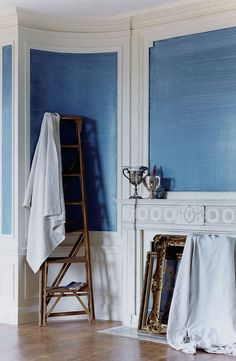 Add contemporary character to traditional bolection molding with Ralph Lauren Paint's Indigo Denim Faux Technique. Colors pictured: Basecoat: Andover Blue | Glaze: Blue Print Indigo Denim.
