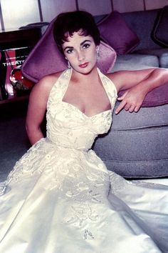 1954: Actress Elizabeth Taylor poses for a portrait session in 1954. (Photo by Michael Ochs Archives/Getty Images)