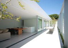 Courtyard of the Horizon Roof House by Shinichi Ogawa & Associates.