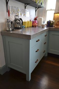Hand painted bespoke kitchen with vintage wooden handles and polished concrete worktops Concrete Worktop Kitchen, Concrete Countertops, Kitchen Countertops, Victorian Kitchen, Victorian Terrace, Open Plan Kitchen, Kitchen Ideas, Bespoke Kitchens, Farmhouse Kitchen Decor