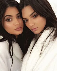 """8,047 curtidas, 23 comentários - • The Daily Fashion Dose • (@a1daily) no Instagram: """" @kyliejenner X @kendalljenner"""""""