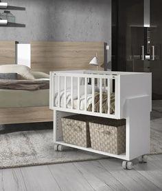 Cuna colecho de Kibuc para adosar a la cama de los padres Small Baby Cribs, Cribs For Small Spaces, Baby Crib Diy, Baby Doll Nursery, Baby Bedroom, Baby Boy Nurseries, Kids Bedroom, Colecho Ideas, Baby Changer
