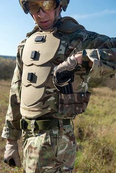 Smart glasses, sensors and battlefield computers for soldier of the future Armor All, Body Armor, Plate Carrier Setup, Tactical Armor, Futuristic Armour, Chest Rig, Tac Gear, Tactical Clothing, Armor Concept