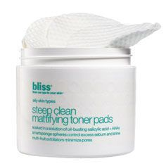 Bliss Steep Clean Mattifying Toner Pads help control oil production and blemish causing bacteria whilst maintaining skin's moisture balance. Buy now! Minimize Pores, Clean Pores, Pore Minimizing Toner, Pore Reducer, Eye Make-up Remover, Cleanser And Toner, Best Natural Skin Care, Bright Skin, Salicylic Acid