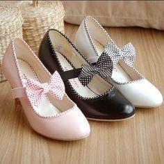 Sapatos com laços… e diferentes