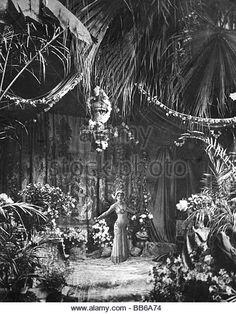 Mata Hari, 7.8.1876 - 15.10.1917, Dutch dancer and courtesan, full length, dancing scene, birth name: Margaretha - Stock Image