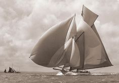 """""""Susanne"""", 1911 in Cowes. Said to be William Fife III's favorite design. Photo by Beken of Cowes Classic Sailing, Classic Yachts, Beach House Style, Fondation Louis Vuitton, Frank Gehry, Sail Away, Wooden Boats, Tall Ships, Water Crafts"""