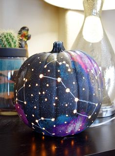 Faraway Galaxy Pumpkin - Looking for original no carve DIY pumpkin decorating ideas? Use them for Halloween & Thanksgiving for an amazing fall decor. Home DIY for Fall holidays Citouille Halloween, Halloween Pumpkin Designs, Halloween Parties, Halloween Quotes, Halloween Costumes, Diy Halloween Lanterns, Halloween Pumpkin Decorations, Zucca Halloween, Halloween Makeup