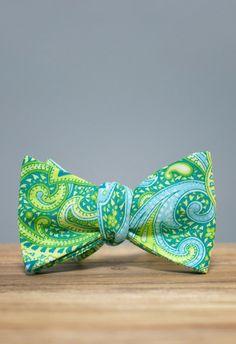 Round Bay Paisley Bow Tie